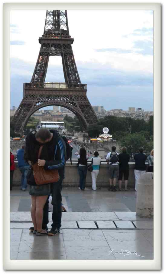 Eiffel Kiss on the Trocadero Plaza